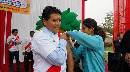 """Ex mundialistas peruanos se sumaron a la campaña """"Métele un golazo al AH1N1, vacúnate ya"""""""