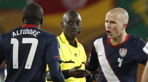"Técnico de EE.UU. se quejó del arbitraje: ""Nos robaron el tercer gol"""