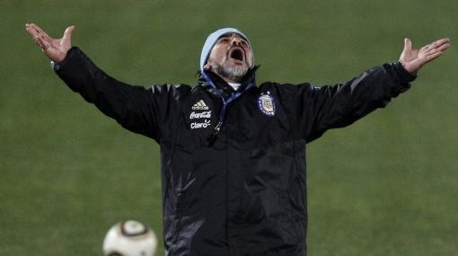 Como en los viejos tiempos: el show de Maradona en la práctica de Argentina