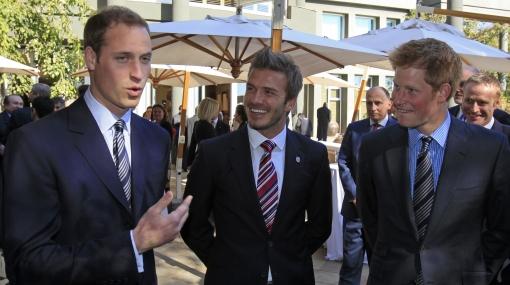 Príncipe Guillermo se culpó por incidente de hincha y Beckham en camerín inglés