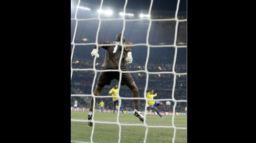 """Luis Fabiano y su polémico gol: """"Fue una mano santa, mano de Dios"""""""
