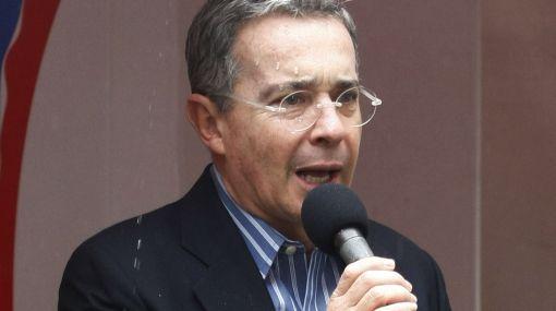 """Uribe felicitó a Juan Manuel Santos y le deseó """"todos los éxitos"""""""