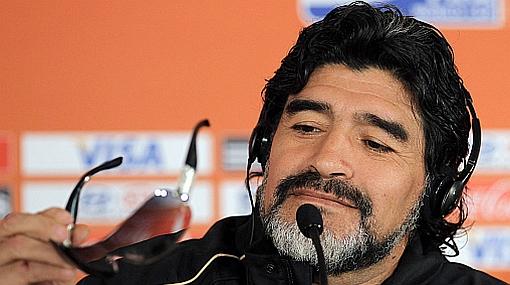 """Maradona sobre el gol de Luis Fabiano: """"Cuando anoté 'con la mano de Dios' el árbitro no se rió"""""""