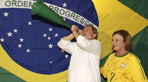 Al ritmo de la vuvuzela: Lula da Silva dice que Brasil es blanco de los envidiosos