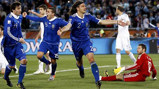 Argentina venció 2-0 a Grecia y ahora enfrentará a México en octavos