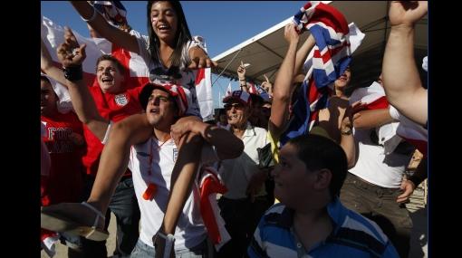 Inglaterra es una fiesta con la clasificación de su selección en el Mundial de Sudáfrica