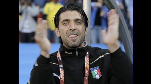FOTOS: Gianluigi Buffon sufrió desde la banca la eliminación de Italia