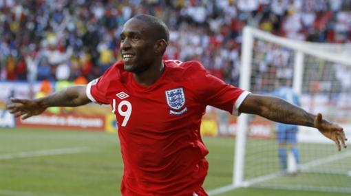 Jermain Defoe anotó el gol que clasificó a Inglaterra y se lo dedicó a su hermano fallecido