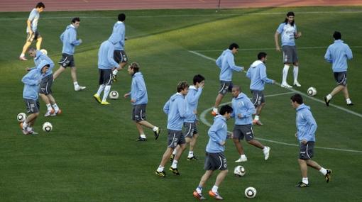 La selección uruguaya no pudo entrenar en la cancha del estadio Nelson Mandela