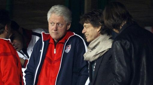 Mick Jagger y Bill Clinton apoyaron a Estados Unidos en octavos de final