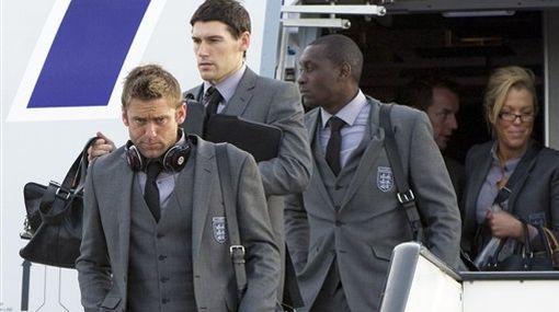 La selección inglesa llegó a Londres con las manos vacías y en silencio