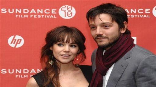 Actores Diego Luna y Camila Sodi anunciaron el nacimiento de su hija Fiona