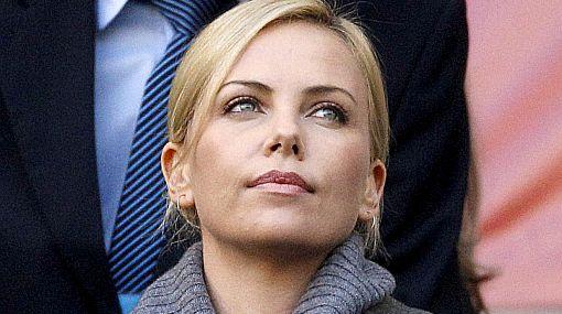 Charlize Theron le puso la cuota de belleza a la goleada de Alemania sobre Argentina