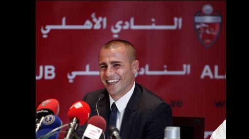 Fabio Cannavaro fue presentado como flamante refuerzo del Al-Ahli de Dubái