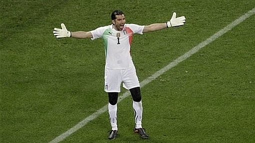 Gianluigi Buffon fue operado de la columna y no jugará tres meses