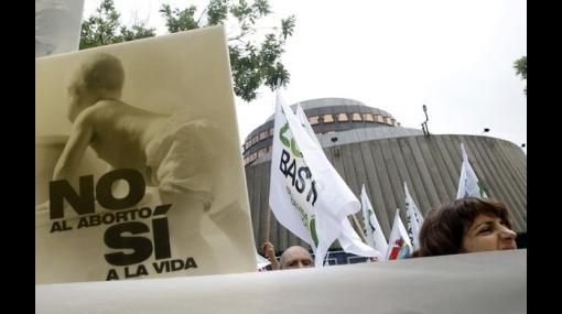 Adolescentes pueden abortar sin consentimiento de sus padres en España