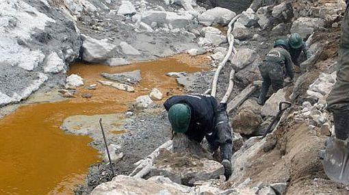Juez ordena suspender labores de la minera Caudalosa Chica por contaminar ríos con relaves