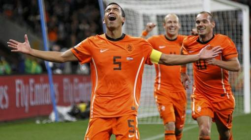 Giovanni van Bronckhorst quiere retirarse del fútbol coronándose campeón del mundo