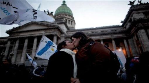 Histórico: Senado argentino aprobó el matrimonio homosexual
