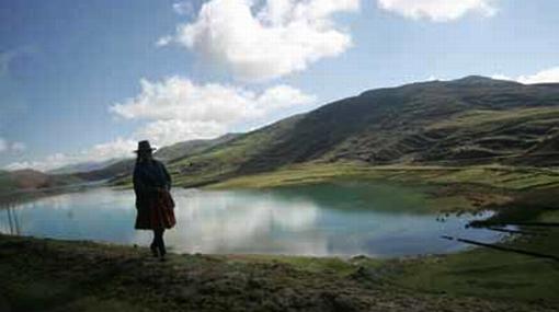 """Declaran """"lago amenazado"""" al Titicaca para promover su conservación"""