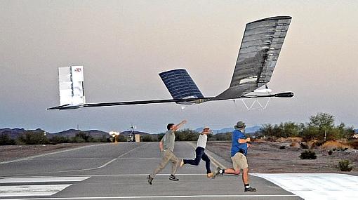 Avión solar continúa en el aire tras 168 horas de vuelo