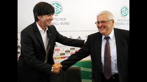 Joachim Low renovó su contrato con Alemania hasta el 2012