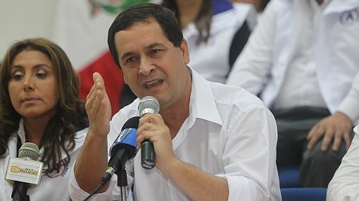 """Luis Iberico quiere debatir quince días antes de elecciones para que haya """"votos serios"""""""