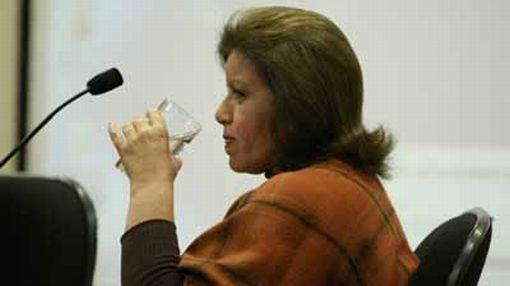 Lourdes Flores saludó compromiso del presidente García de mantener la neutralidad del Estado en próximas elecciones