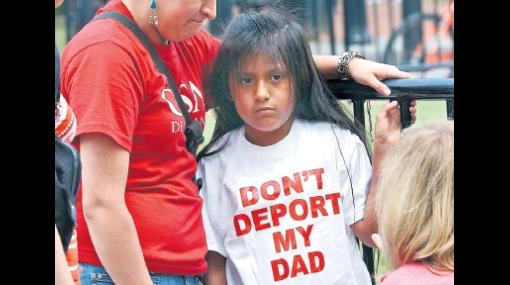 Niña peruana símbolo de la inmigración en EE.UU. reapareció en marcha frente a la Casa Blanca