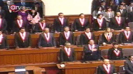 Sexta estrofa del Himno Nacional y no la primera fue entonada en el Congreso de la República