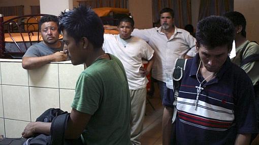 Más de 40 detenidos en protestas contra ley migratoria de Arizona