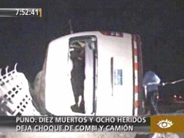 Choque entre una combi y un camión en la carretera Puno-Juliaca dejó diez muertos