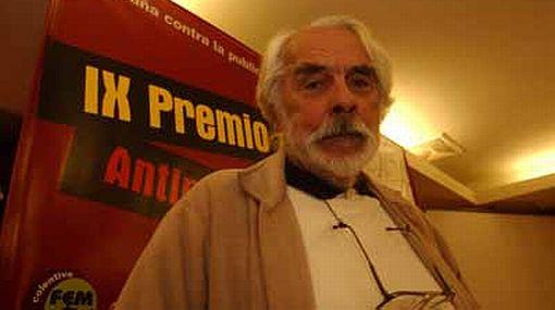 Cineasta Armando Robles Godoy presenta una leve mejoría