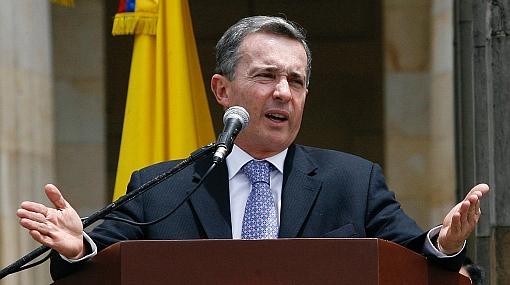 """Colombia califica amenaza de guerra de Chávez como """"engaño político a su nación"""""""
