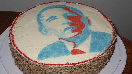 Jóvenes saludan a Barack Obama en su cumpleaños con tortas