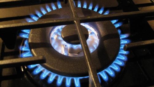 Tenga en cuenta estos útiles consejos para limpiar los quemadores y hornillas de la cocina
