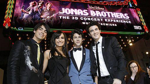 Cuidado: estafadores se aprovechan de los fans de los Jonas Brothers