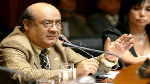Apra buscará persuadir a Carlos Roca para que renuncie a candidatura