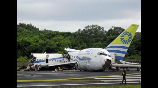 Un muerto y casi 100 heridos dejó accidente de avión en Colombia