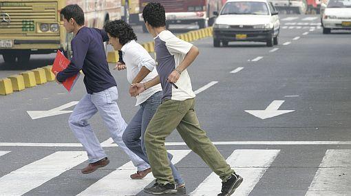 Peatones que crucen las pistas sin respetar normas de tránsito serán multados hasta con 108 soles