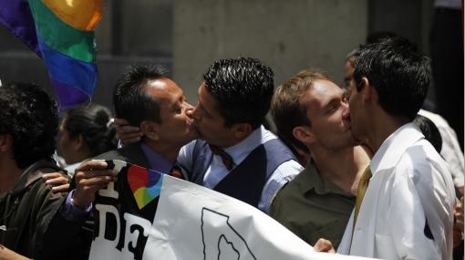 Corte Suprema de México declaró constitucional que parejas homosexuales casadas adopten a menores