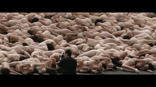 Alrededor de 700 personas se desnudaron para el fotógrafo Spencer Tunick