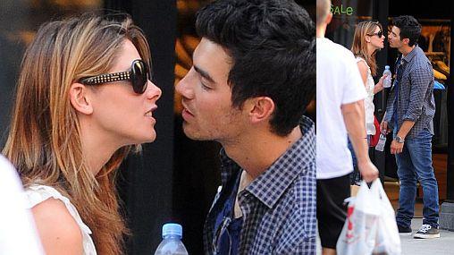 Mientras Demi Lovato celebraba sus 18 años, Joe Jonas se besaba en público con Ashley Greene