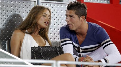 ¿Y su novia? Cristiano Ronaldo apareció con una bella joven en partido de básquet