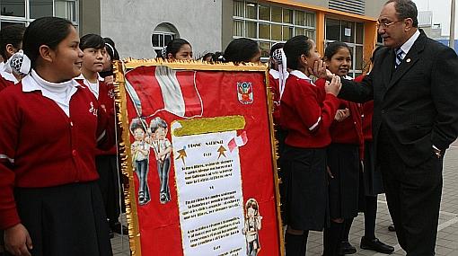 Sexta estrofa del himno nacional empezó a escucharse en colegios