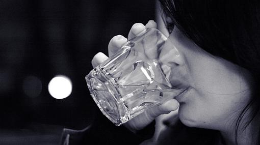 Está confirmado: beber agua antes de comer ayuda a bajar de peso