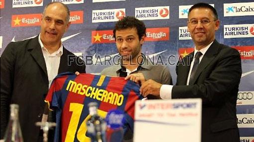 Mascherano peleará el puesto en el Barcelona con tres campeones del mundo