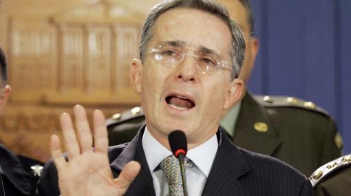 """Álvaro Uribe: """"Muchos colombianos vemos en el Perú un gran ejemplo"""""""