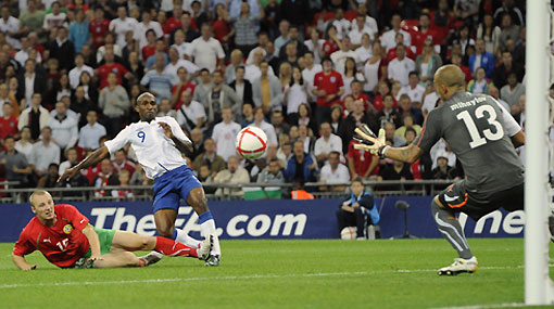 Inglaterra volvió a sonreir: goleó 4-0 a Bulgaria con 'hat trick' de Defoe