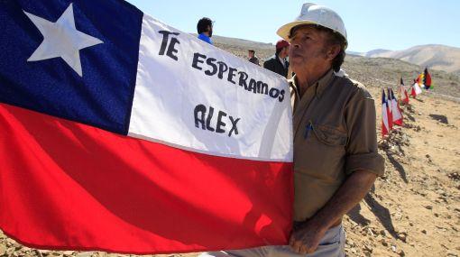 """Mineros chilenos cumplen hoy un mes atrapados, """"cansados"""" y """"enojados"""""""